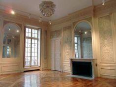 Ces somptueux salons sont situés dans la cour d'honneur, au premier étage d'un Hôtel XVIIe, place des Vosges.