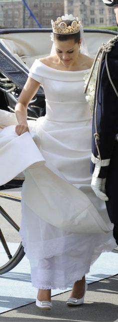 Crown Princess Victoria: royal wedding; wedding dress