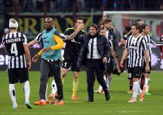 Head coach Juventus Antonio Conte (C) celebrates victory at the end of the Serie A match between AC Milan and Juventus at San Siro Stadium o...