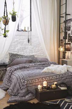 5 astuces pour se créer un lit douillet digne d'un magazine - FrenchyFancy                                                                                                                                                     Plus