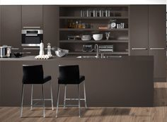 Laminate kitchen units in 'Lava'