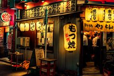 gold lanterns outside of an izakaya in Tokyo