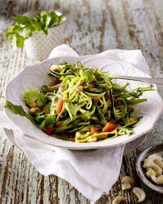 Unser beliebtes Rezept für Zucchini-Nudeln in Gemüsecurry und mehr als 55.000 weitere kostenlose Rezepte auf LECKER.de.
