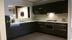 Keukenloods.nl - Keuken Zerox hoogglans. Inclusief apparatuur van Atag. (Showroom: Nederweert).