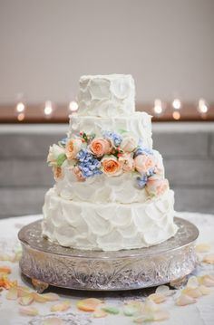 we love the texture of this cake captured by photographer of weddings and life Jessica Sparks Photography http://jessicasparksphotography.com/