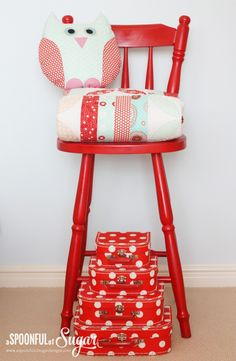 Painted red chair, red and aqua quilt, and owl Old Wooden Chairs, Old Chairs, Outdoor Chairs, High Chairs, Aqua Quilt, Little Ruby, Spray Paint Furniture, Chair Parts, Library Chair