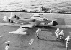 A battle-damaged de Havilland Sea Venom lands on HMS Eagle during the 1956 Suez Crisis. The British-designed Sea Venom served with the Royal Navy Fleet Air Arm and with the Royal Australian Navy. The French Navy operated the Aquilon, a version of the Sea Navy Aircraft, Aircraft Photos, Ww2 Aircraft, Aircraft Carrier, Military Jets, Military Aircraft, Marine Royale, De Havilland Vampire, Royal Australian Navy