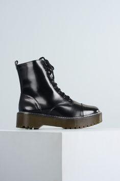 149bcc251f Bota Feminina Coturno Zahra Mundial VERNIZ PRETO - Mundial Calçados