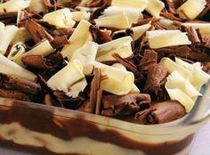 Receita de Pavê brigadeirão - 1 lata de leite condensado, 1 colher (sopa) de margarina sem sal, 1 tablete de chocolate meio amargo picado (180 g), 1/2 xícara...