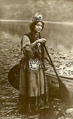 "𝓔𝓵𝓲𝔃𝓪𝓫𝓮𝓽𝓱 𝓛𝓲𝓵𝓵𝔂 on Twitter: ""Ah-Weh-Eyu (Pretty Flower) aka Goldie Jamison Conklin. Seneca. 1908. Photo by Jesse Lynn Blessing… """