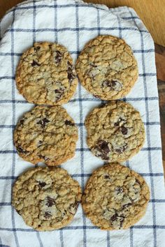 In The Pink & Green: Copycat Potbelly Oatmeal Chocolate Chip Cookies