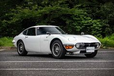 1969 Toyota Coupe Toyota dropped the at the Tokyo Motor Show in 1965 and changed the way the world looked at Japanese car manufacturers. Known for small,… Toyota Car Models, Toyota Cars, Auto Toyota, Fuel Efficient Cars, Toyota 2000gt, Tokyo Motor Show, Bmw M1, Old Classic Cars, Bmw Classic