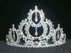 Top 15 Online Quinceanera Tiaras. I think its beautiful! I don't care about anyone else's opinion, but I think that its good.
