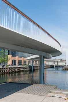 Cycle Snake over the harbor. Image Courtesy of DISSING+WEITLING Architecture