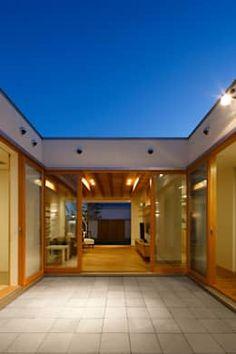 House Dream Modern Balconies 22 New Ideas Japanese Modern House, Zen Place, Modern Balcony, Door Design, House Design, Casa Patio, Thai House, Cafe House, Beautiful Houses Interior