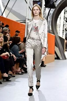 Louis Vuitton dicta las siluetas del otoño 2015