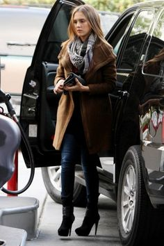 Jessica Alba and her winter street styleFASHIONMG-STYLE   FASHIONMG-STYLE