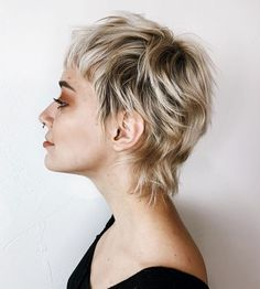 Short Piece-y Cut with Angled Layers Triangular sideburns and long, side-swept bangs are popular options in short hairstyles for fine hair because they add a touch of character and… Mullet Haircut, Mullet Hairstyle, Punk Pixie Haircut, Curly Pixie Haircuts, Men's Hairstyle, Short Shag Hairstyles, Cool Hairstyles, Formal Hairstyles, Chaotischer Pixie