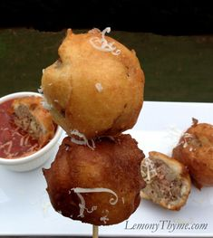 » Spaghetti & Meatball on a Stick {Fabulous Fair Food} | LemonyThyme.com | #fairfood