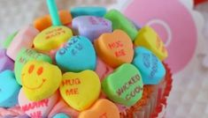 Valentine's Conversation Hearts Cupcakes Pink Candy Apples, How To Make Pink, Heart Cupcakes, Converse With Heart, Candy Buffet, Easy Snacks, Apple Recipes, Toffee, Delicious Desserts