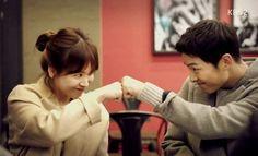 รูปภาพ dots, song hye kyo, and song joong ki