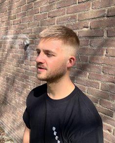 Mens hair in general: Photo Mens Haircuts Blonde, Men Blonde Hair, Mens Hairstyles With Beard, Blonde Guys, Undercut Hairstyles, College Hairstyles, Cool Haircuts, Hair And Beard Styles, Hairstyles Haircuts