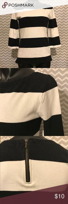 "Old Navy 3/4 sleeve heavy kit top - sz small This striped top is a thick knit with a great zipper detail. Sized tall but fits like a regular small.  100% cotton Shoulder to hem 23.5"" Underarm across chest 15""  I love to save you money 💵. Bundle pricing automatically applied to any 2+ items or send me your reasonable offer 😊  All items are in pre-loved 💕condition unless specifically noted. I inspect for excessive wear, stains or damage and do my very best to sell items free of any issues…"