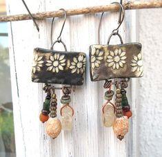 """Des boucles d'oreille tribales et natures avec céramiques artisanales : """"Une Aube Lumière"""" ....."""