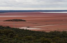 Lake Lefroy is a huge salt lake near the mining town of Kambalda which is south of the gold mining centre of Kalgoorlie.