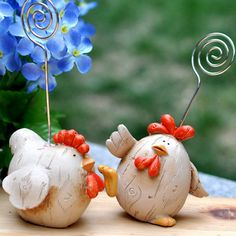 Seconds to kill 50 percent of mad rush of modern fashion and home decorations decoration chicks photo holder clip good Ceramic Decor, Ceramic Pottery, Ceramic Chicken, Ceramic Rooster, Chicken Humor, Arts And Crafts, Diy Crafts, Chickens And Roosters, Polymer Clay Animals