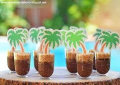 Luau party food chocolate pudding cups with palm trees Moana Party, Moana Theme, Moana Birthday Party, Aloha Party, Tiki Party, Luau Party, Flamingo Party, Flamingo Birthday, Havanna Party