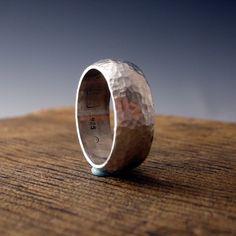 Dit is een solide sterling silver ring... het is hand gesmeed door mezelf... -gewone - vet - eenvoudige upfront - opvallend - levendige - sterk - in