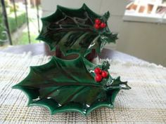 Vintage Lefton Holly Green Leaf Dish Set of Two with Red Berries. Beautiful rich green color set of Lefton holly dishes. This dish could be used for Mini Christmas Tree, Christmas Past, Vintage Christmas, Christmas Holidays, Ceramic Christmas Decorations, Christmas Dishes, Fused Glass Ornaments, Crafts With Pictures, Ceramic Wall Art