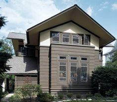 The 1901 Davenport House in River Forest, Illinois, was designed during Frank Lloyd Wright's brief, little-known partnership with Webster Tomlinson, and resembles several other early Wright houses.