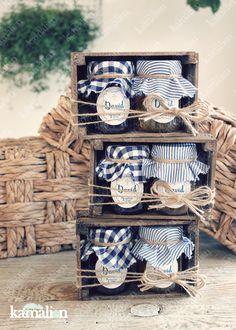 www.kamalion.com.mx - Recuerdos / Giveaways / Favors / Detalles Personalizados / Vintage / Azul / Blue / Mermelada / Jam / Wood / Madera / Kit de Mermeladas / Frascos / Jars / It's a boy. Honey Packaging, Bakery Packaging, Cookie Packaging, Food Packaging Design, Gift Packaging, Homemade Gifts, Diy Gifts, Jam Jar, Bake Sale