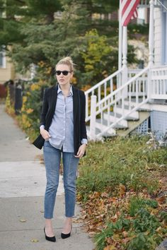 styling a fall blazer outfit with blue jeans and black suede slingback heels // Leslie Musser one brass fox