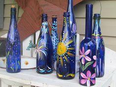 Painted Bottles Wine Bottle Glasses, Wine Bottle Art, Diy Bottle, Hand Painted Wine Glasses, Painted Wine Bottles, Decorated Bottles, Glass Bottle Crafts, Glass Bottles, Wine Craft