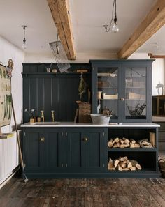 10 Beautiful Rooms Our lovely Shaker utility room display was featured in Mad About The House's Beautiful Rooms' feature! This practical little spot is ideal for the messier jobs in the home like storing logs, washing the dog and potting up plants. Kitchen Pantry, New Kitchen, Kitchen Dining, Kitchen Decor, Farmhouse Style Kitchen, Modern Farmhouse Kitchens, English Kitchens, Devol Kitchens, Home Kitchens