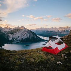 upclosefromafar:  mikeseehagelsquares:  The hike up to the ridge was in tents. ⛺️ #greatnorthcollective  Nature n stuff