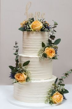 Top Wedding Trends, Wedding Decorations, Table Decorations, Traditional Design, Bridesmaid Gifts, Wedding Accessories, Cake Toppers, Wedding Ceremony, Personalized Gifts