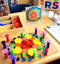 I adore this student's creative interpretation of the framed image! Such precision and attention to detail with the placement of each colour and ordering of the materials. Motor Activities, Activities For Kids, Preschool Ideas, Art Center Preschool, Reggio Inspired Classrooms, Block Center, Little Learners, Reggio Emilia, Early Childhood