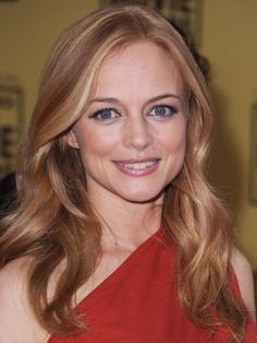 Heather Graham love the hair! brightened her strawberry blonde base with some cool blonde streaks. Have your pro lift your base to match this ginger hue, then paint on just a couple face-framing blonde highlights Heather Graham, Blonde Streaks, Blonde Color, Hair Tips Highlights, Color Highlights, Strawberry Blonde Highlights, Cool Blonde, White Blonde, Cool Hairstyles