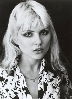 Blondie, midlegth with bangs