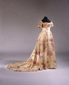 Edwardian dress 1901