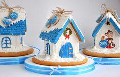 Фотография Christmas Goodies, Merry Christmas, Xmas, Christmas Ornaments, Christmas Gingerbread House, Gingerbread Houses, Biscuits, Ginger House, Christmas Cupcakes