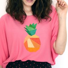 Create an original tropical print on a T-shirt. This geometrical pineapple is easy and eye-catching!