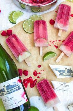 Leckerer geht nicht: POPTAILS! Geniale Rezepte findet ihr hier: http://www.gofeminin.de/kochen-backen/poptails-wassereis-mit-cocktails-s1521760.html