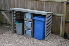 How to DIY a bin store using leftover timber or pallet wood Garbage Can Shed, Garbage Can Storage, Storage Tubs, Shed Storage, Recycling Bin Storage, Garbage Recycling, Recycling Center, Bin Store Garden, Bin Shed
