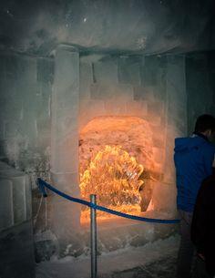 Eisskulpture Kaminfeuer, Feuer aus klarem Eis, Kamin aus Gletschereis…                                                                                                                                                                                 Mehr