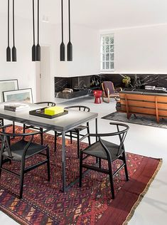germany 2014 - apartment - refurbishment - marble - komdo.co - .PSLAB - zementfabrik - cement - fireplace - carpet - vintage - dining table - living room - lights - beton - boden - eiche - teppich - wohnbereich - kamin - marmor - essbereich - esstisch - lampe